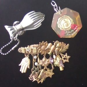 Lot of Vintage Religious Brooch & key chains. SBJ